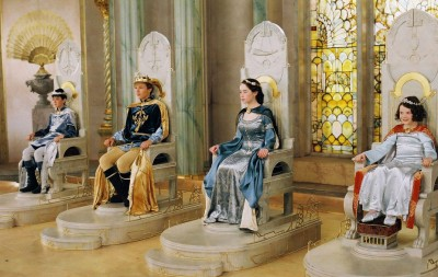 narnia children princes princesses crowned on thrones
